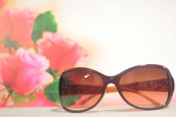 Oferta de Óculos de Sol Khatto Woman Isadora Marrom por R$49,9