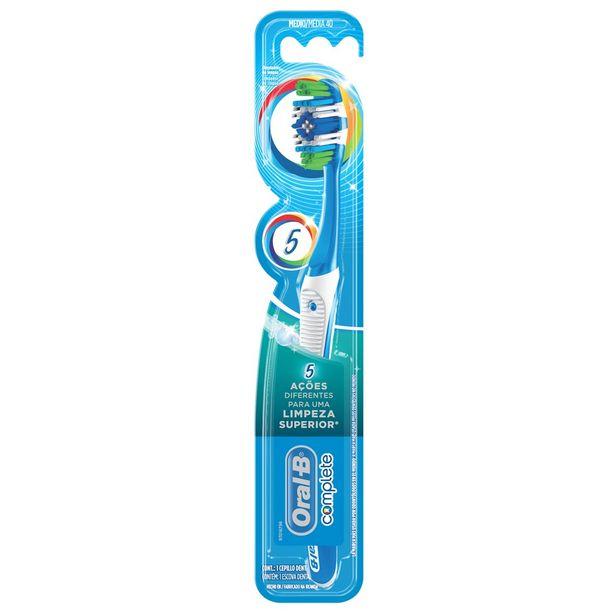 Oferta de Escova Dental Oral-B Complete 5x Limpeza 40-Áreas Difícies de Alcançar, Limpa entre os Dentes, Remove Machas Surficiais, Limpador de Língua e Bochecha por R$49,9