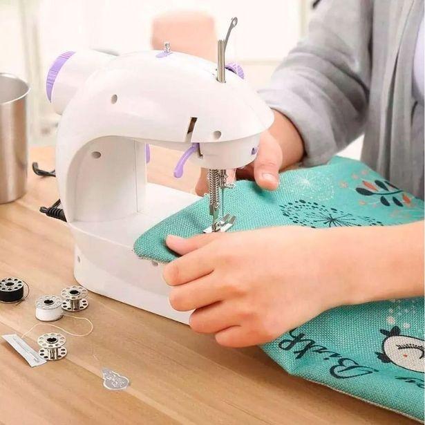 Oferta de Mini Maquina De Costura Domestica Luz LED Portatil Bivolt Compacta por R$149,9
