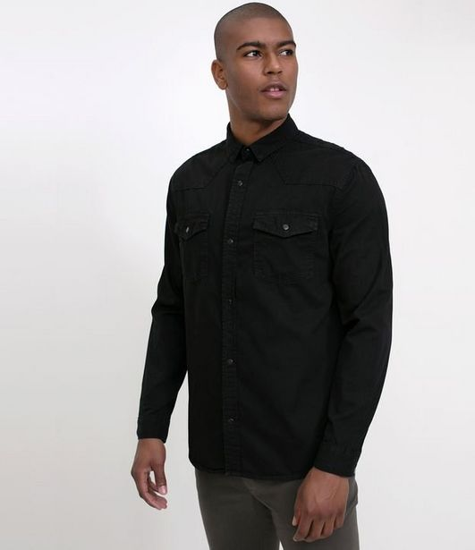 Oferta de Camisa Slim em jeans  por R$55,96