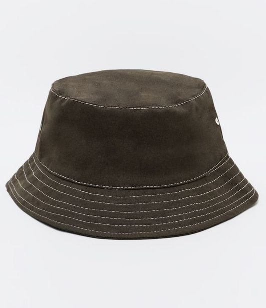 Oferta de Chapéu Bucket Liso  por R$19,9