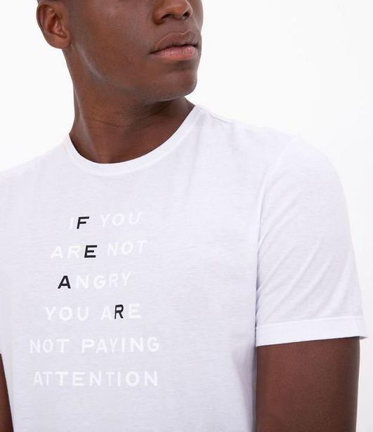 Oferta de Camiseta Slim com Estampa Relevo Lettering Fear  por R$19,9