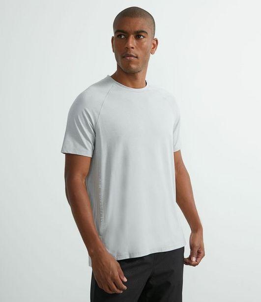 Oferta de Camiseta Esportiva com Lettering Refletivo  por R$29,9