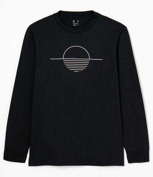 Oferta de Camiseta Manga Longa Estampa Por do Sol Minimalista  por R$39,9