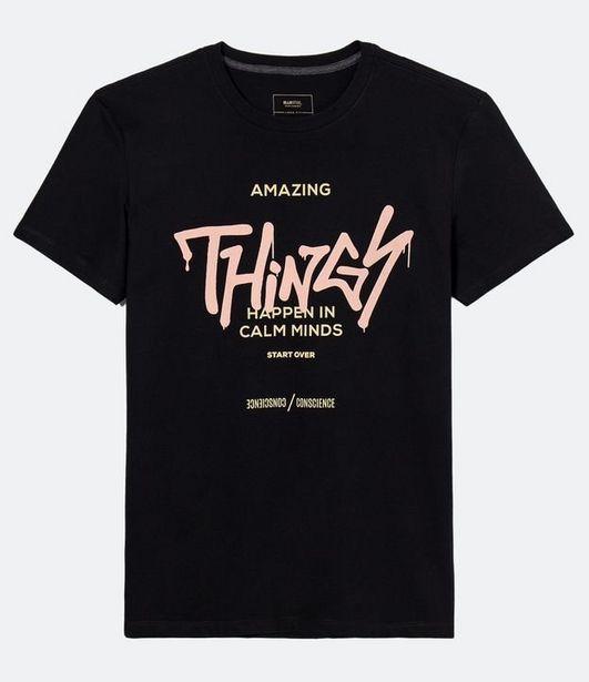 Oferta de Camiseta Manga Curta com Estampa Graffiti  por R$19,9