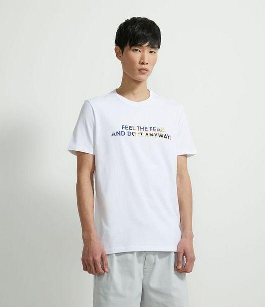 """Oferta de Camiseta Manga Curta em Algodão Estampa """"Feel the Fear and Do It Anyways""""  por R$29,9"""