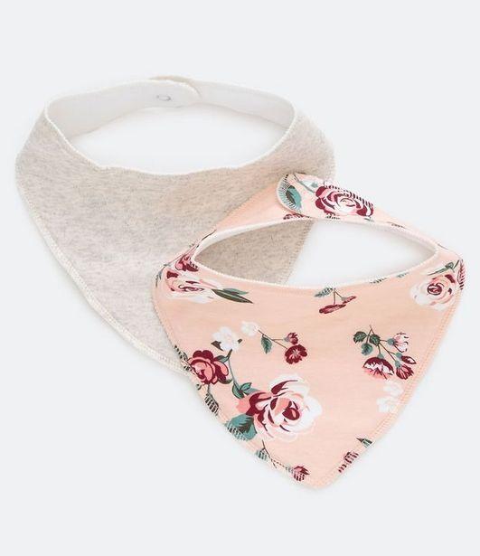 Oferta de Kit 2 Babadores Liso e Floral - Tam 0 a 12 meses  por R$9,9