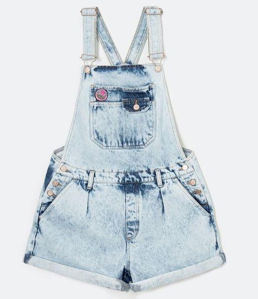 Oferta de Macaquinho Jeans Marmorizado com Patch e Barra Dobrada  por R$59,9
