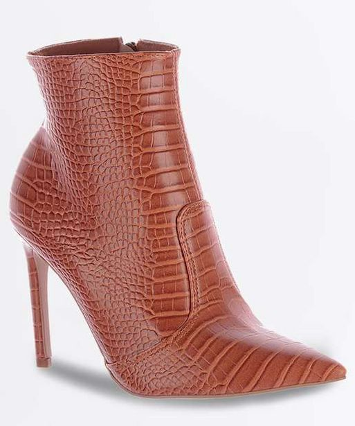 Oferta de Bota Feminina Ankle Boot Textura Croco Salto Fino Zatz por R$69,99