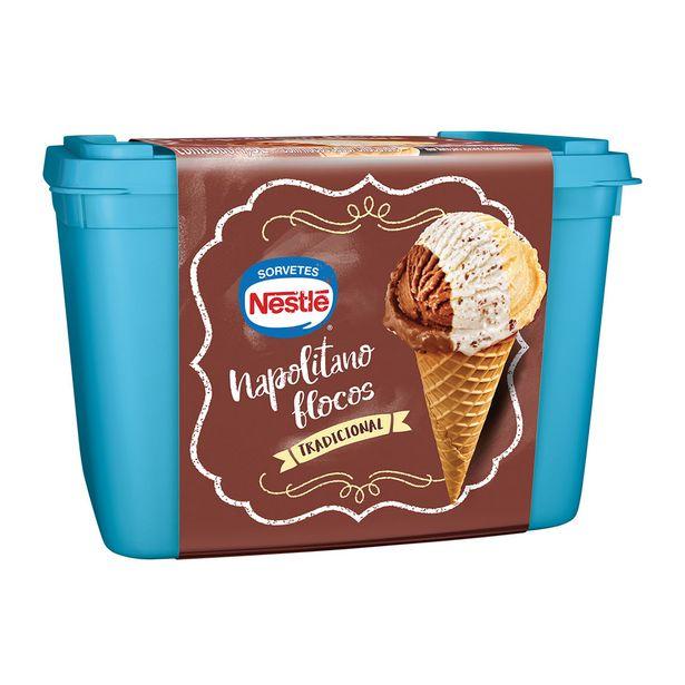 Oferta de Sorvete Napolitano Flocos Nestlé 1,5 Litros por R$17,6