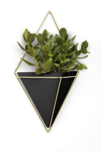 Oferta de Vaso de Parede Trigg Grande Preto/Dourado - Umbra por R$189