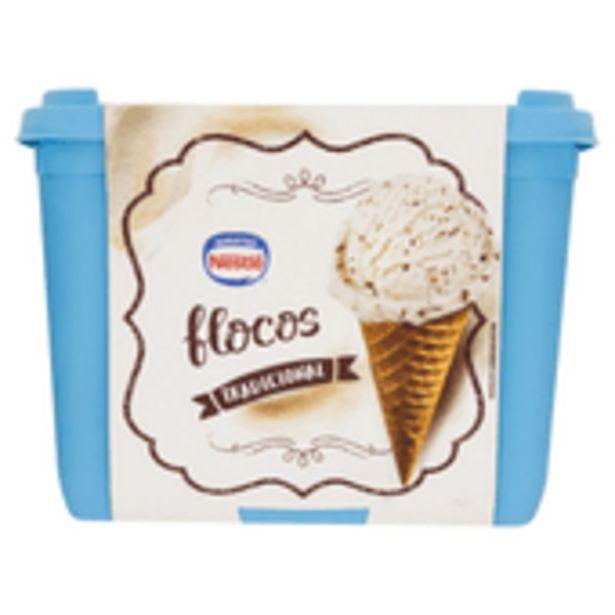 Oferta de Sorvete Nestle Flocos 1,5l por R$17,99