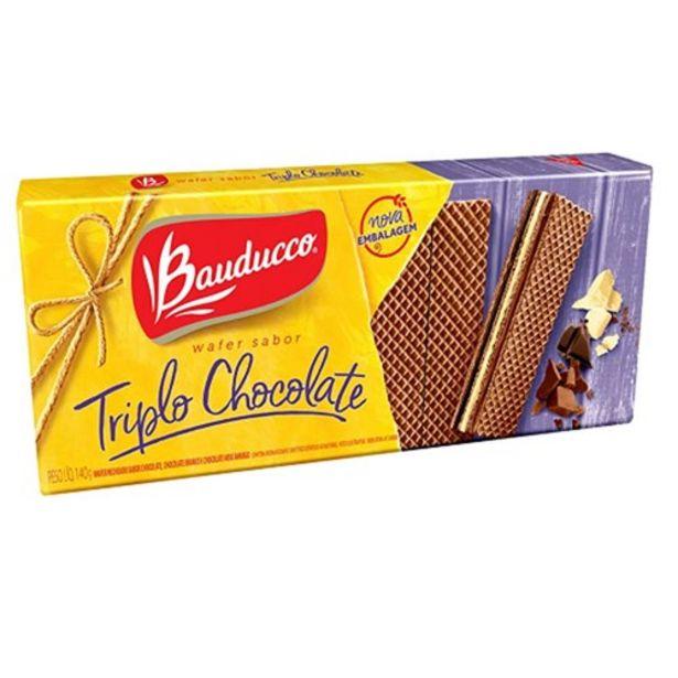 Oferta de Biscoito Wafer Bauducco Triplo Chocolate Pacote 140G por R$1,99