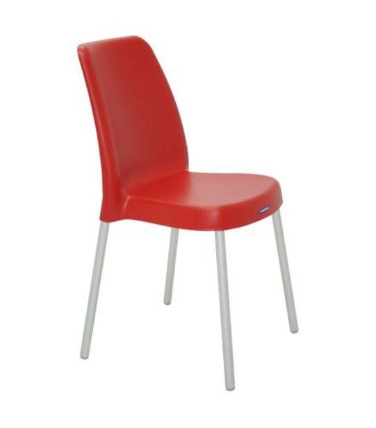 Oferta de Cadeira Vanda com Pernas Anodizadas Vermelha Tramontina 92053040 por R$99,99