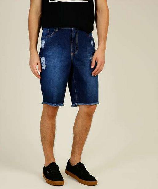 Oferta de Bermuda Masculina Jeans Destroyed Barra Desfiada MR por R$39,99