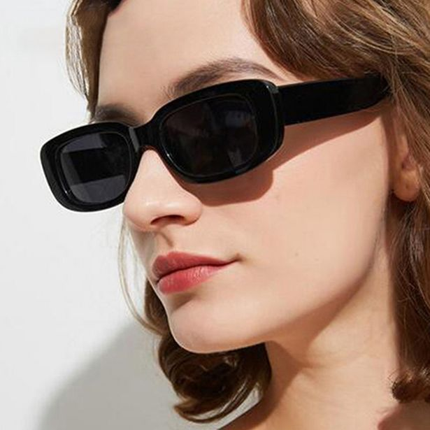 Oferta de Óculos escuros retângulo polarizado feminino por R$8,51