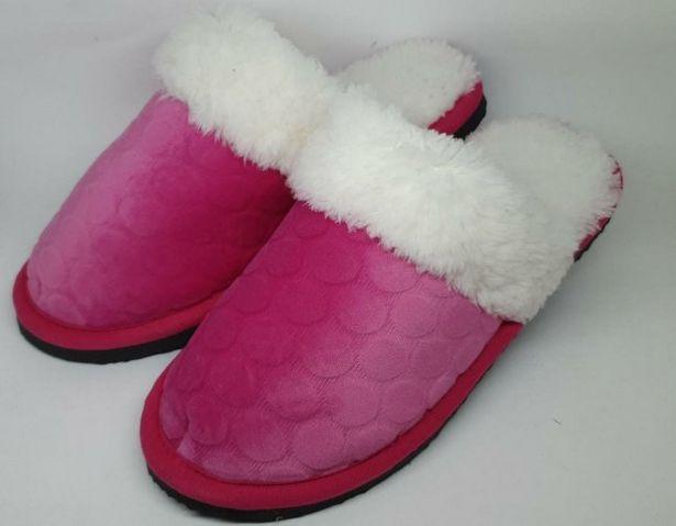 Oferta de Chinelo Feminino Inverno Plush Pink por R$27,99