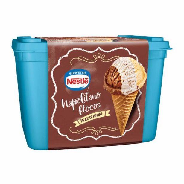 Oferta de Sorvete Nestlé napolitano flocos 1,5L por R$19,99