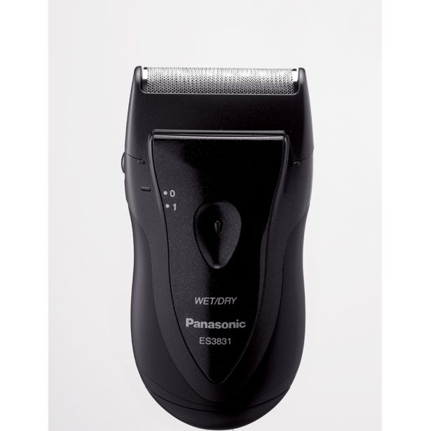 Oferta de Barbeador Portátil Panasonic ES3831   Preto por R$129,9