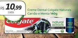Oferta de Creme dental Colgate Naturals Carvão e Menta por R$10,99