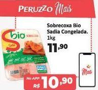 Oferta de Sobrecoxa de frango Sadia Bio 1 kg por R$11,9