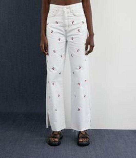 Oferta de Calça Wide Leg em Sarja com Bordados de Cerejinhas por R$179,9