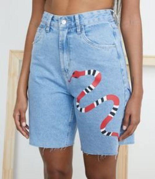 Oferta de Bermuda Jeans com Estampa Chica Capeto por R$119,9